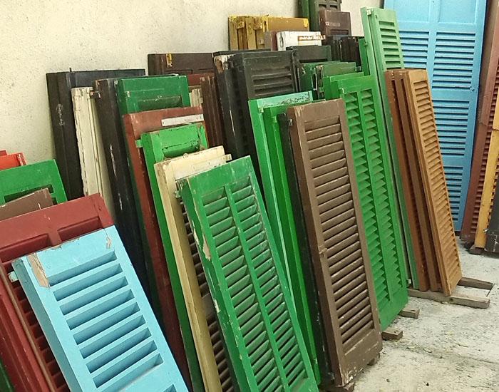 Carpinter as de madera con sello fsc pefc o reutilizadas for Ventanas con persianas incorporadas